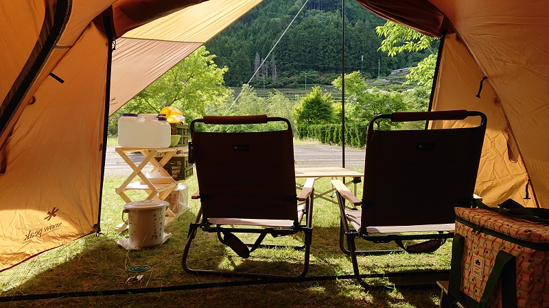 テントとテーブルとの組み合わせ